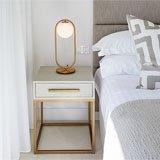 Mesa de noche blanco roble y metal dorado