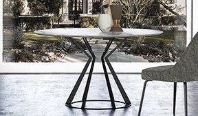 Mesa de comedor redonda mármol y metal