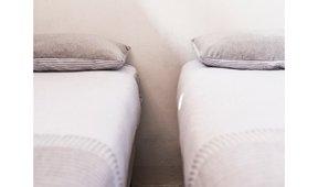 Conjunto de cama Pals gris y blanco