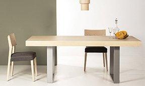 Mesa de comedor industrial con cubertero