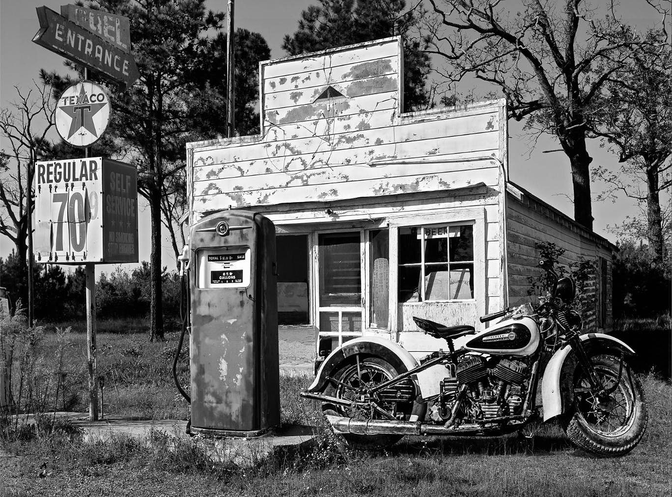 Cuadro canvas abandoned gas station new mexico