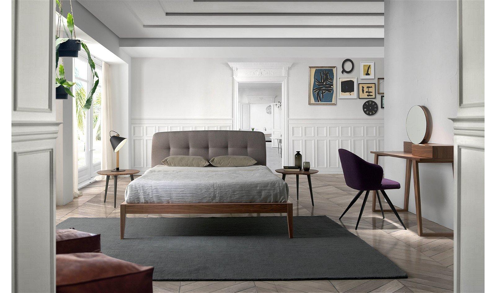 Cama moderna nogal y tapizada Dina