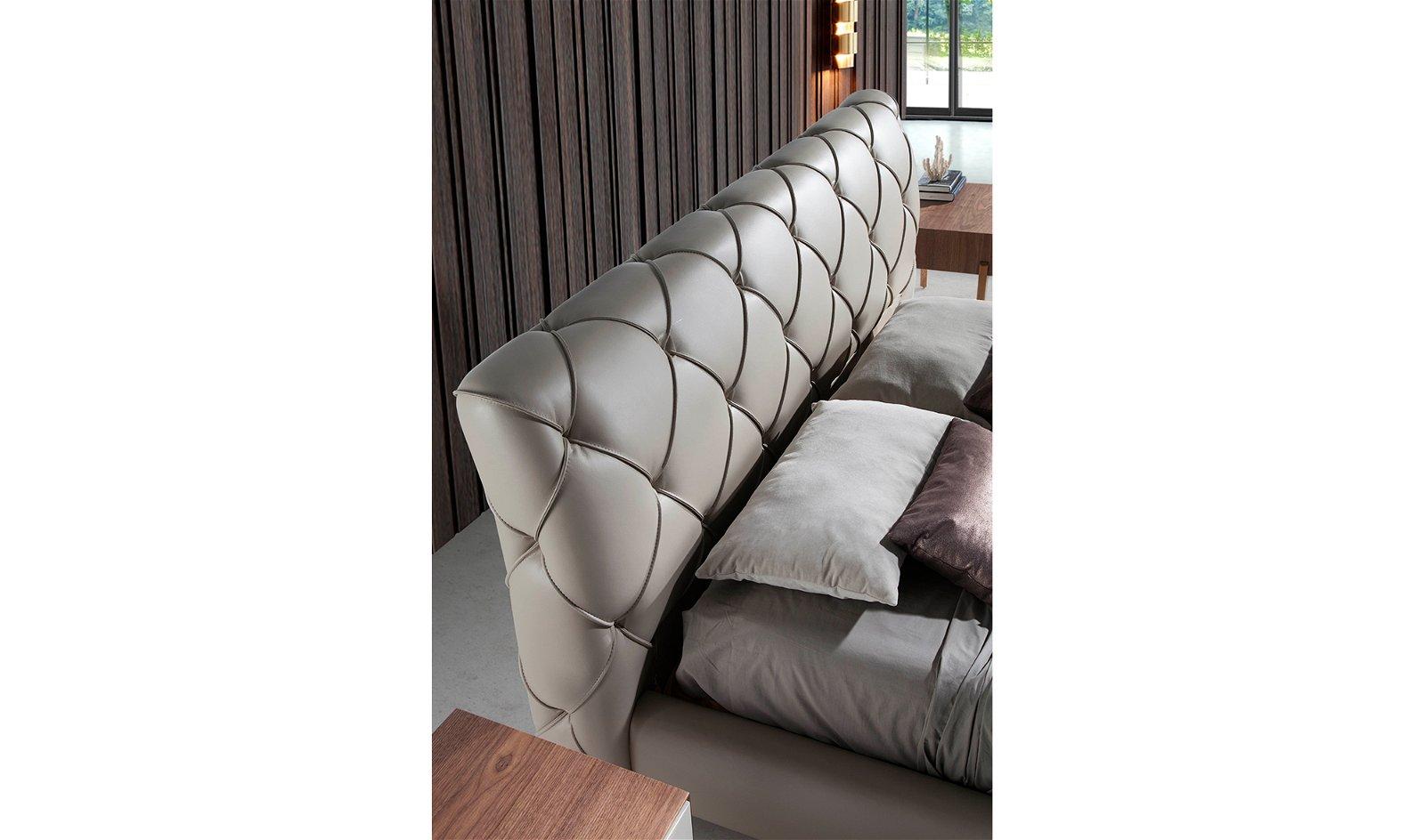 Cama tapizada de diseño italiano Giotto para colchón 180x200