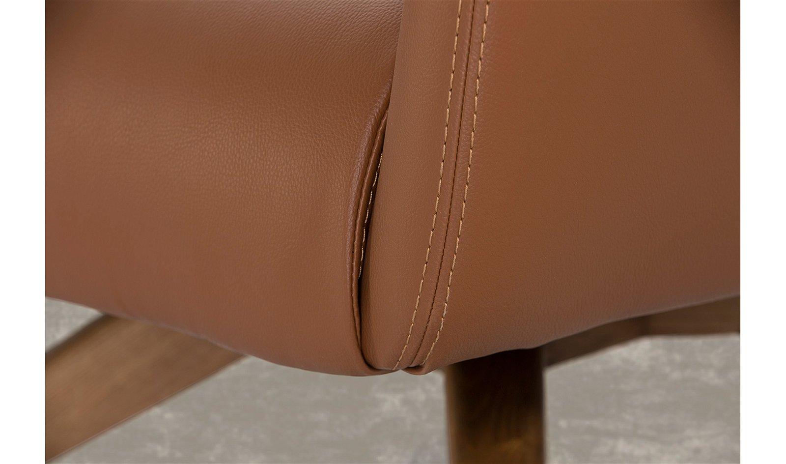 Butaca moderna nogal y piel Varezze