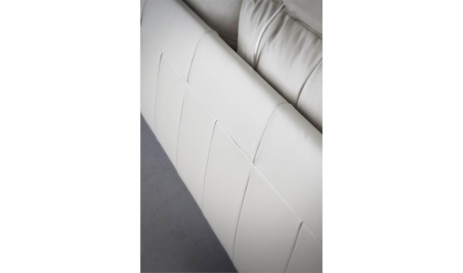 Sofá con chaise longue moderno piel y acero Otranto