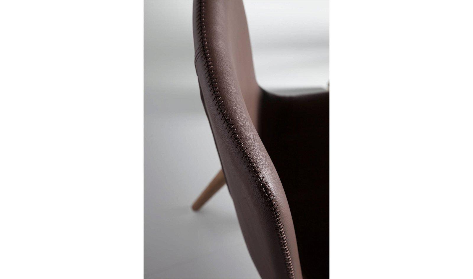 Silla moderna tapizada y nogal Fannini
