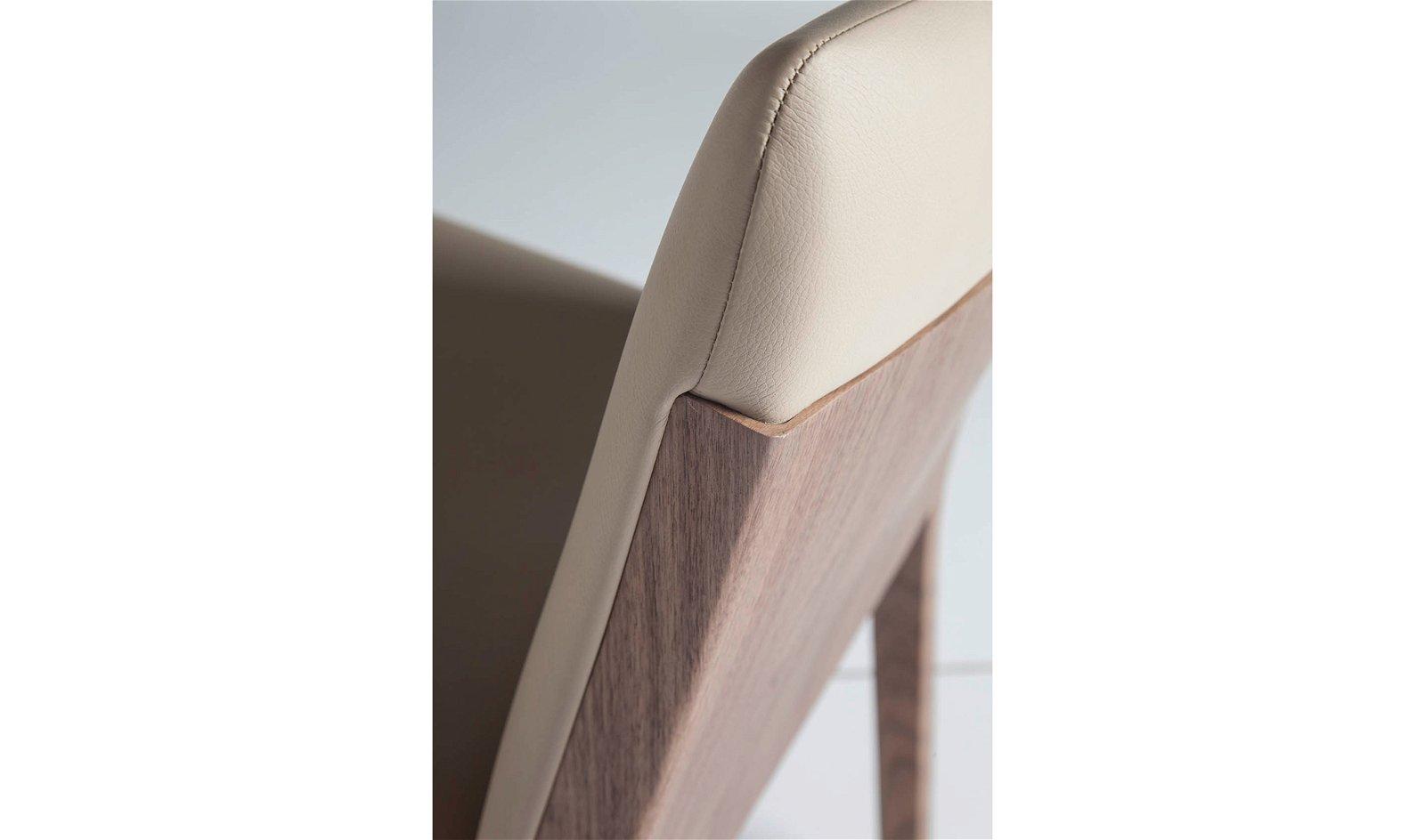 Silla moderna tapizada y nogal Bocalino