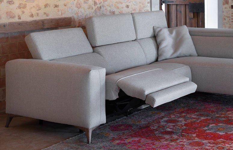 Sofá con chaise longue tapizado relax Doni