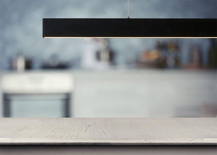 Lámpara de techo tira vertical negra Led
