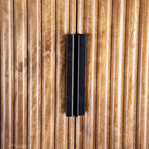 armario vintage en madera oscura