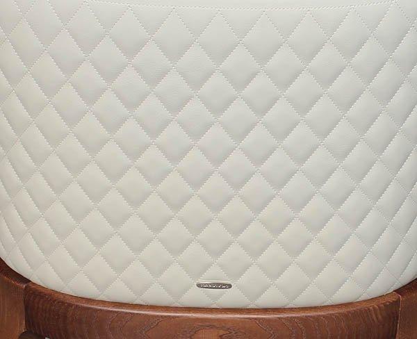 Silla moderna Magda Couture nogal y piel sintética blanca Cattelan