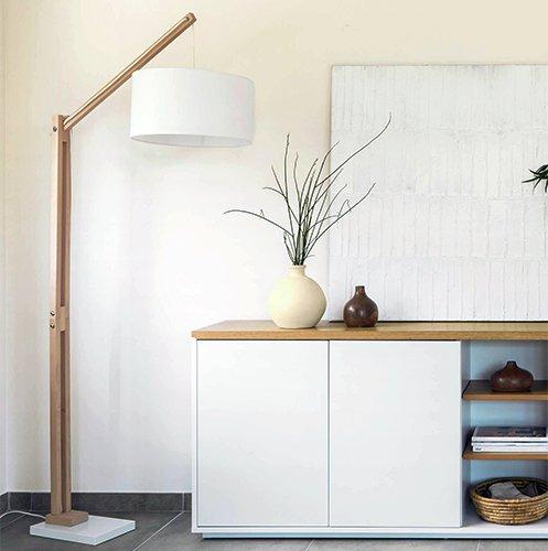 Lámpara de pie madera natural Izar tulipa blanca