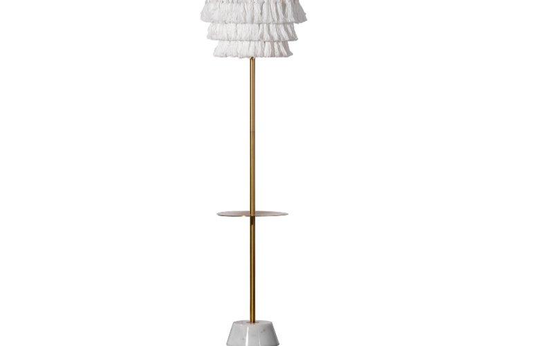 Lámpara pie Helsinborg metal dorado con flecos