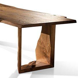 Mesas hechas con troncos de madera