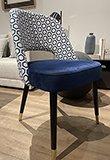 Silla tapizada azul noche geometric Catania
