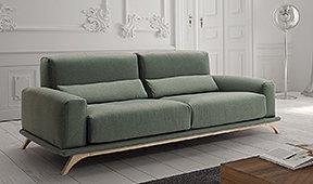 Sofá tapizado con patas de haya Kubik