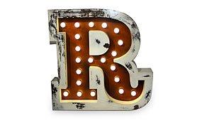 Aplique letra R color marrón