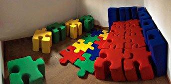 Sofá puzzle 27 piezas colores parchis