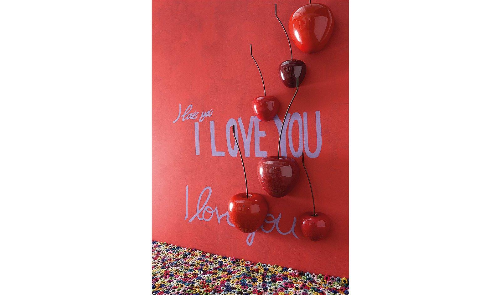 Escultura de pared cereza roja