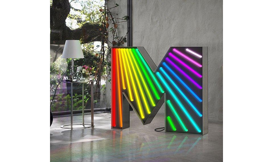 Aplique letra M multicolor