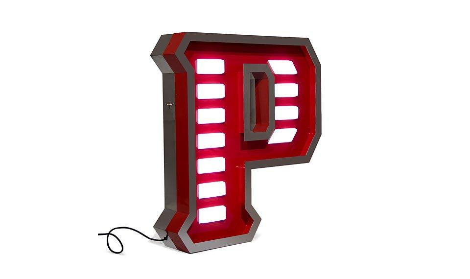 Aplique letra P color rojo